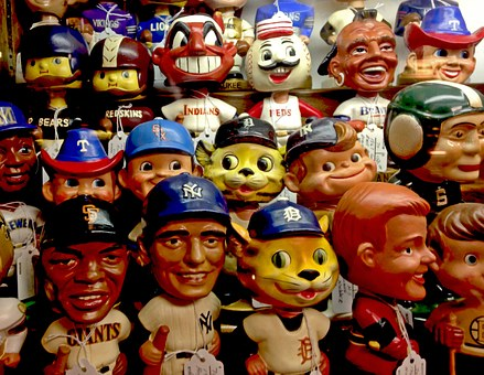 Bobbleheads are the best gifts for travelers